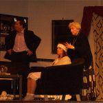 Charles Condomine (Sven Hansen), Edith (Martina Üblaker) und Madame Arcati (Walt